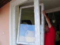 Műanyag ablak szárny felszerelése