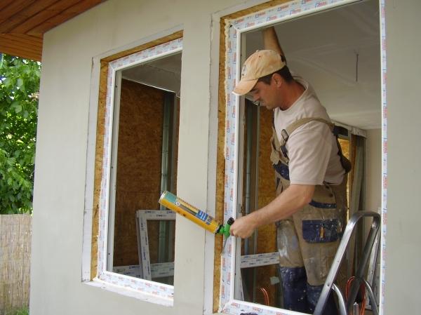 műanyag ablak beépítés új házba