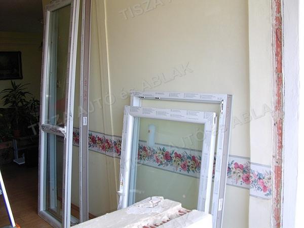A műanyag ablak debrecen szárnyakat leakasztjuk debrecen családi ház
