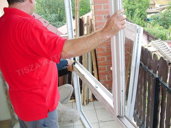 A műanyag ablakot és erkélyajtót összesoroljuk.